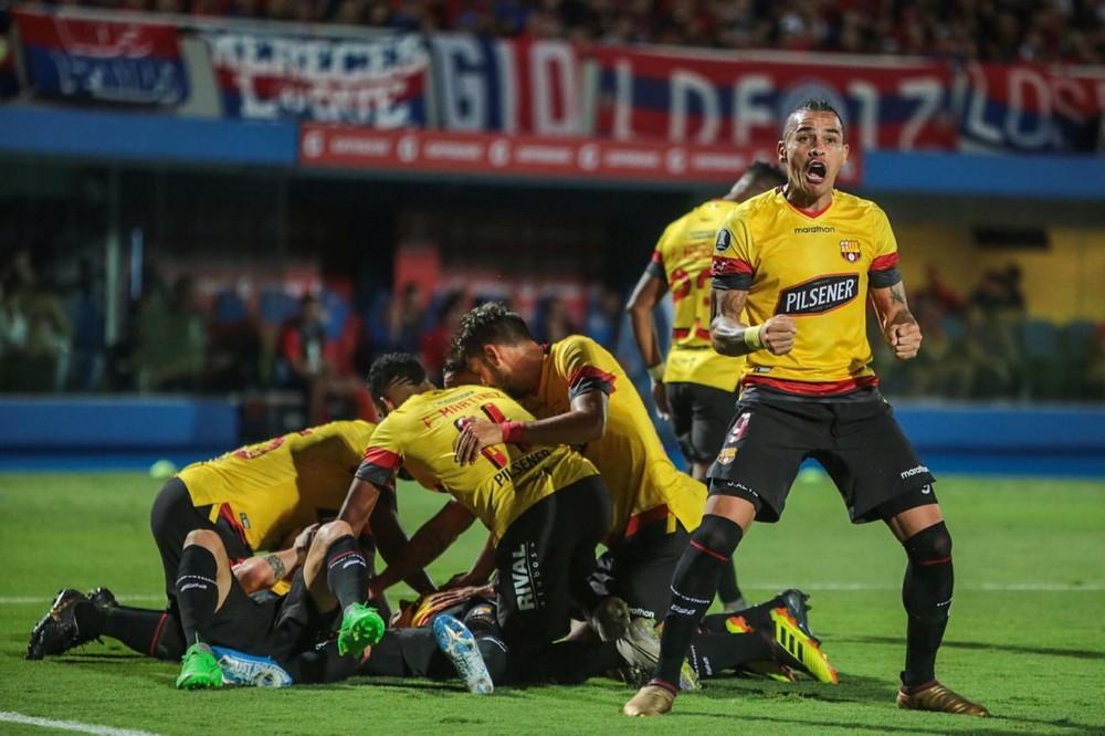 Barcelona de Guayaquil goleia o Cerro Porteño por 4 a 0 e entra no grupo do Flamengo na Libertadores