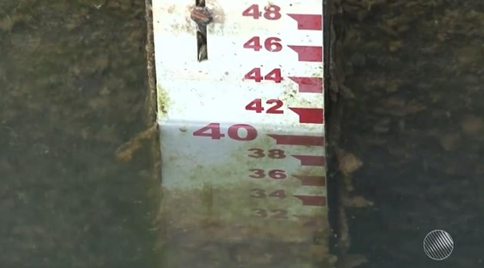 Lago tem nível baixo e pode chegar ao volume morte em outubro (Foto: Reprodução/ TV São Francisco)