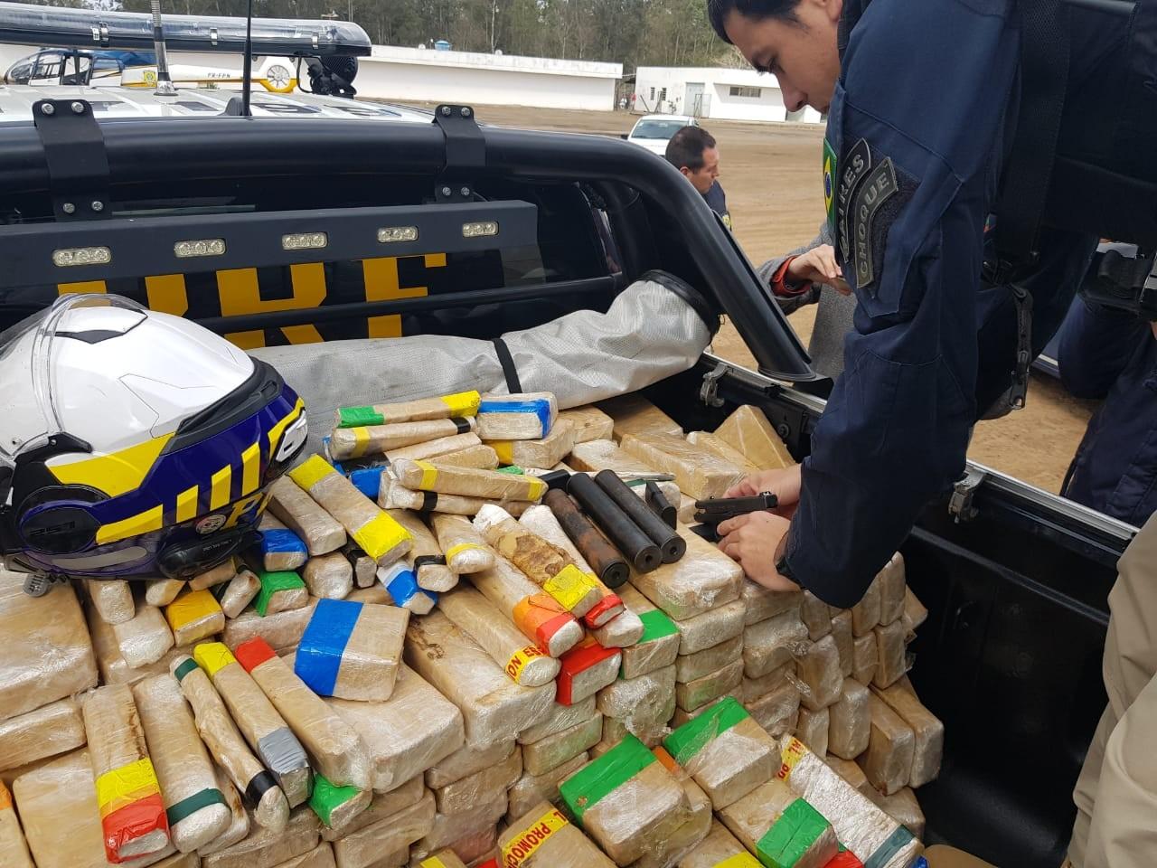 PRF apreende mais de 350kg de pasta base de cocaína em Gravataí com ajuda de cães farejadores - Notícias - Plantão Diário