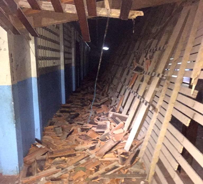 Telhado de corredor de escola do AP desaba e fere sete crianças e adolescentes