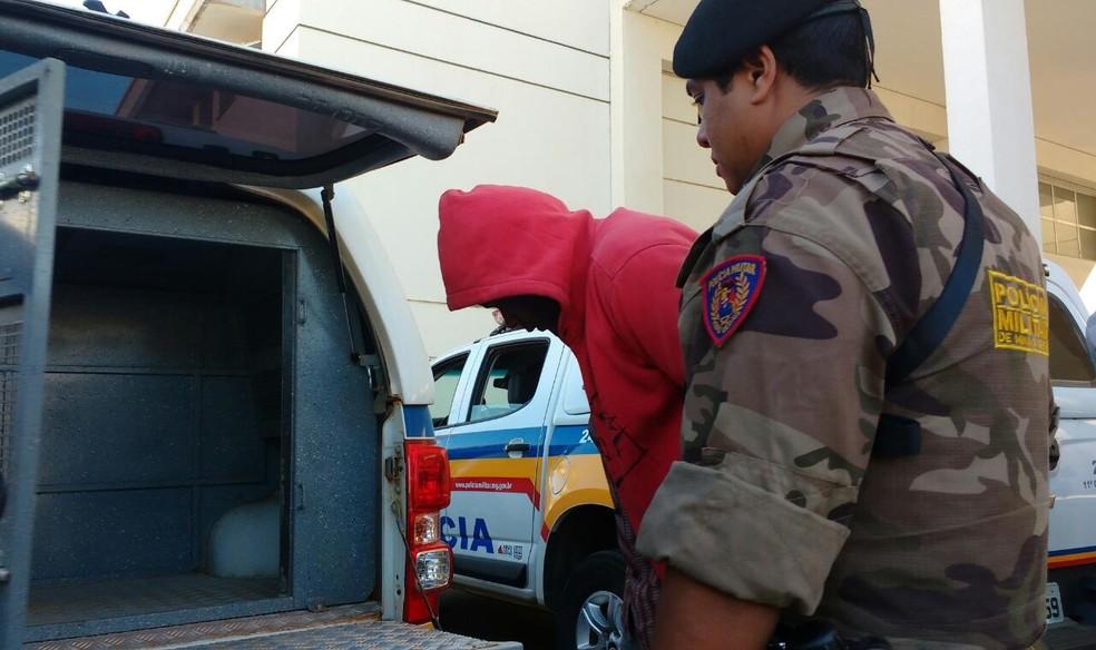 Morador de Pirapora é suspeito de comandar a quadrilha (Foto: Juliana Peixoto/G1)