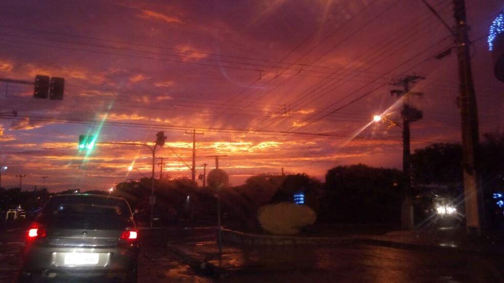 Moradores de Jaru registraram o pôr-do-sol (Foto: Geisiane Ferraz/Arquivo Pessoal)