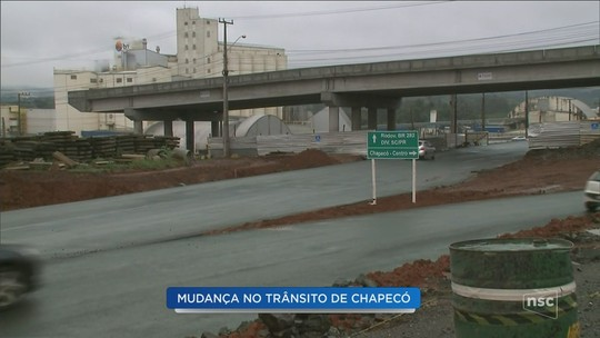 Obras alteram trânsito no Elevado da Efapi, em Chapecó