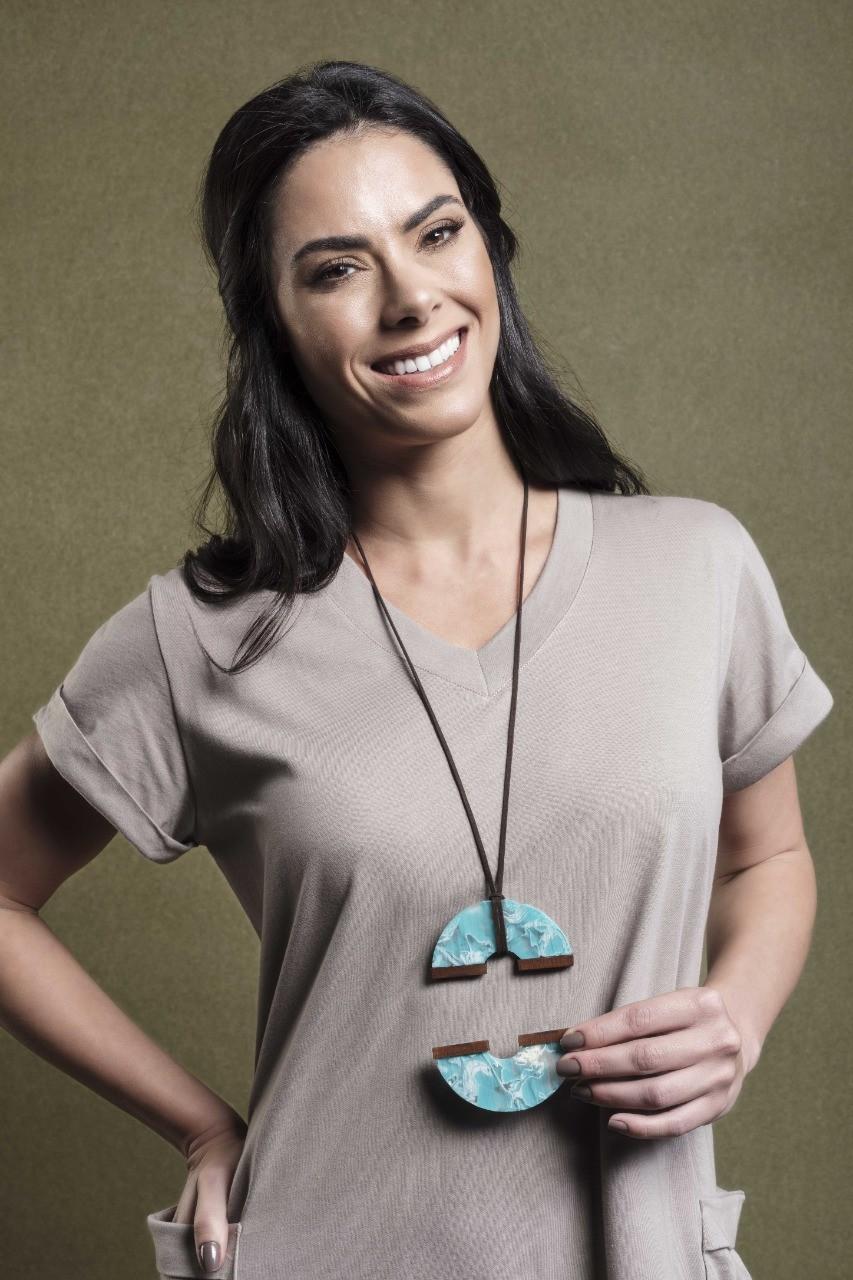 Anéis, braceletes e cordões são criados a partir da reutilização criativa de resíduos têxteis
