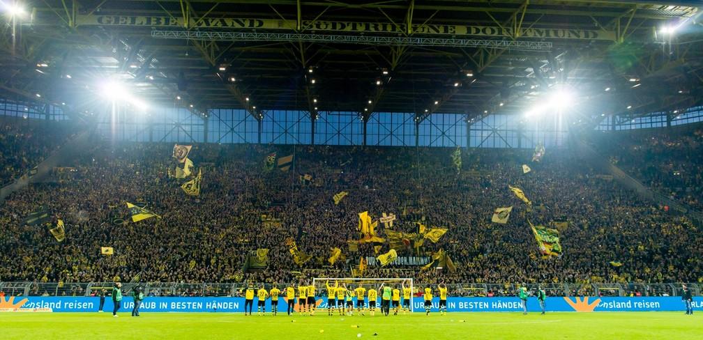 A Muralha Amarela puxa o Borussia Dortmund para a maior média de público da Europa (Foto: Reprodução / Facebook)