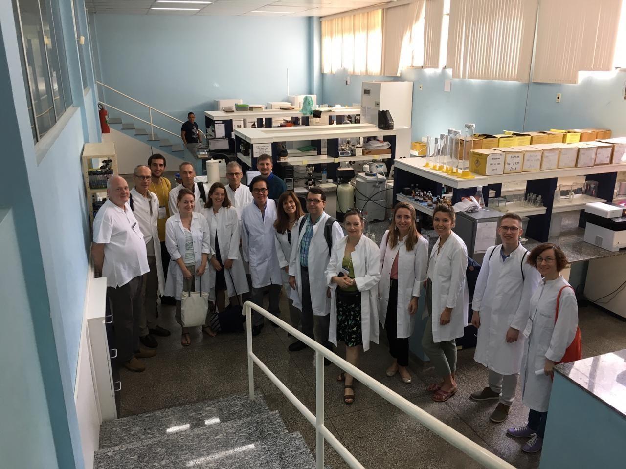 Médicos europeus iniciam curso na Fundação de Medicina Tropical, em Manaus - Notícias - Plantão Diário