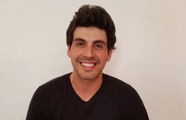 Maycon, de Minas Gerais, tem 27 anos e já trabalhou como ajudante de pedreiro, vendedor de grife internacional, modelo, vendedor de queijos e barman (Foto: Gabriella Dias/Gshow)