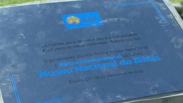 Governo do DF instalou Pedra Fundamental para marcar território em que Museu Nacional da Bíblia será construído, no Eixo Monumental.  — Foto: TV Globo/Reprodução
