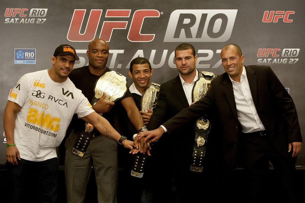 Antes de se enfrentarem, Belfort e Anderson estiveram lado a lado para a promoção do primeiro UFC Rio — Foto: Buda Mendes/Getty Images