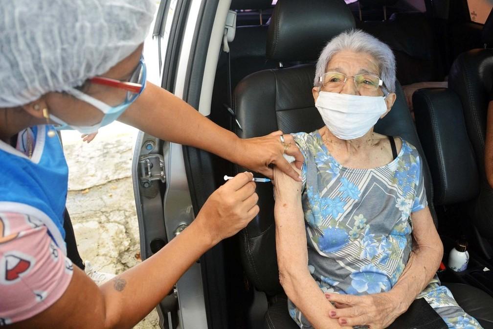 Vacinação contra a Covid-19 em drive thru, em João Pessoa — Foto: Kleide Teixeira/Secom-JP