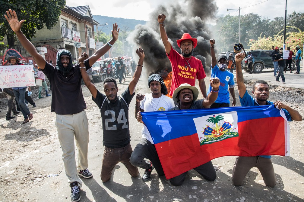 Protesto em Porto Príncipe, no Haiti, nesta quinta (10) — Foto: Valerie Baeriswyl/AFP