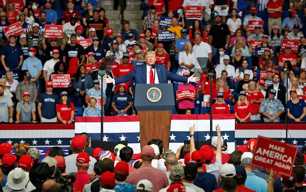 O presidente Donald Trump discursa no BOK Center, em Tulsa (Oklahoma) — Foto: Sue Ogrocki / AP Photo