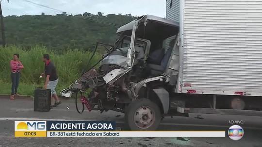 Acidente deixa ferido e interdita BR-381, em Sabará