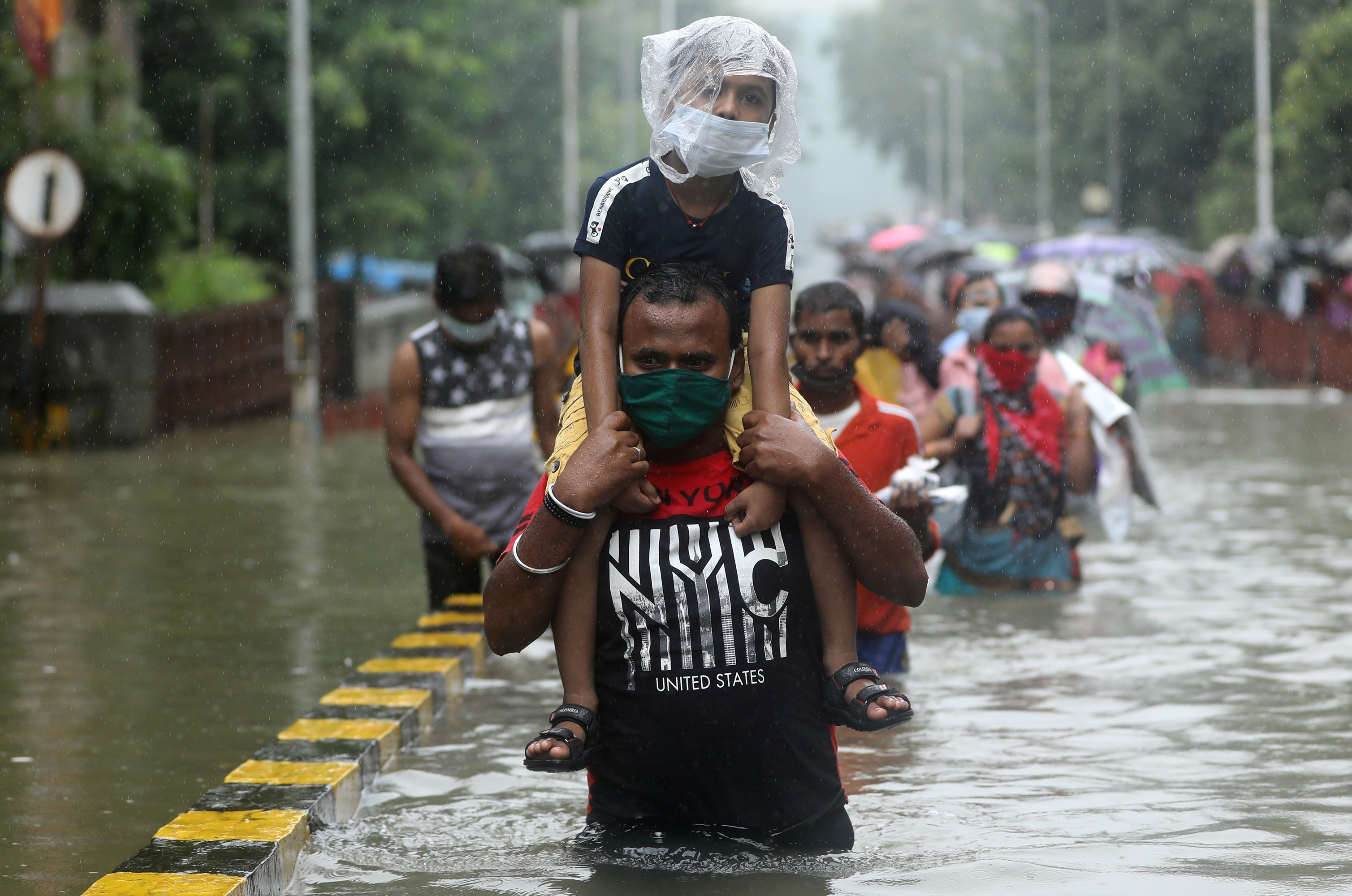 Fortes chuvas causam alagamentos na Índia; veja imagens desta quarta-feira (23)