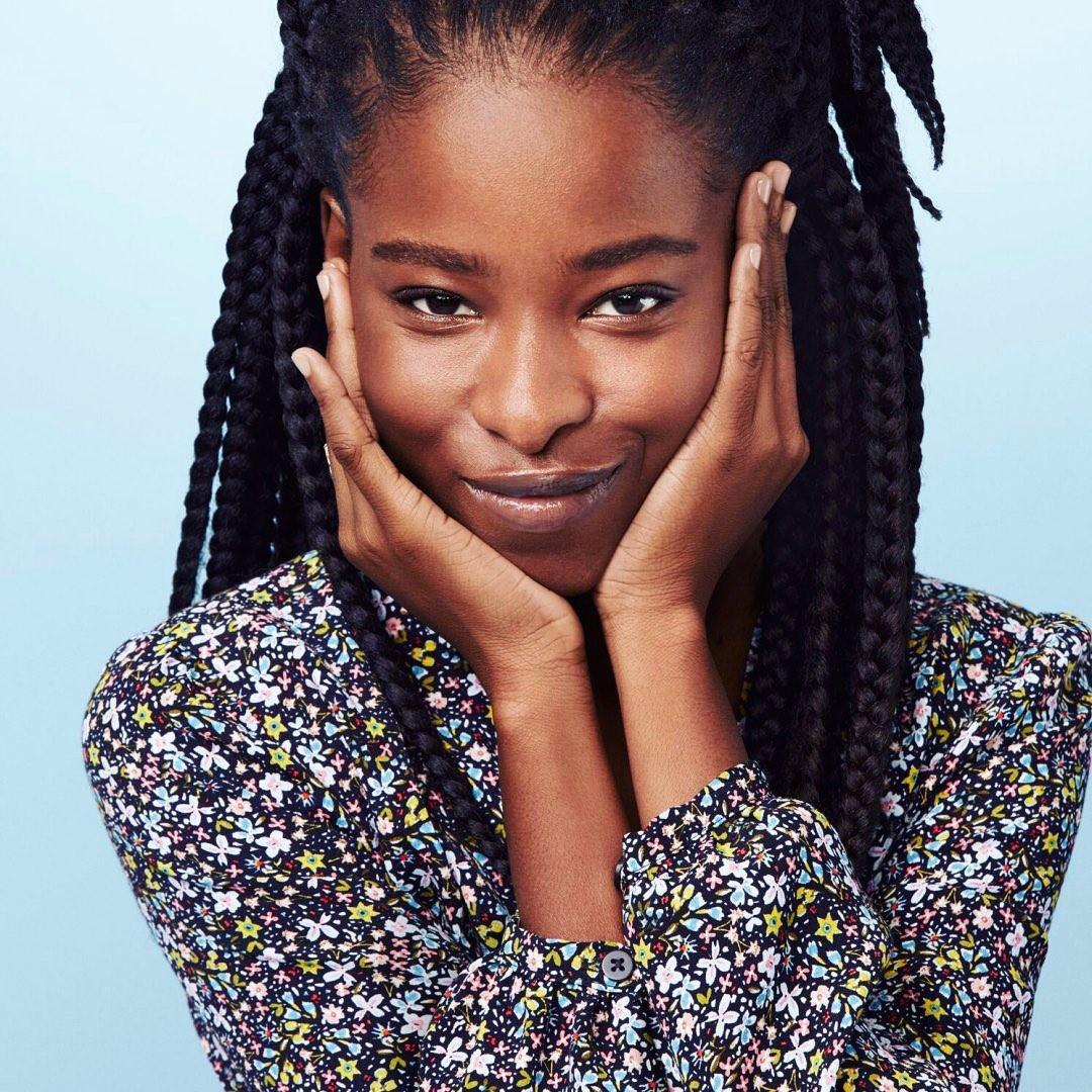 Poetisa de 22 anos é a mais jovem a ser convidada a ler um poema na posse  de Biden e Kamala - Vogue | atualidades
