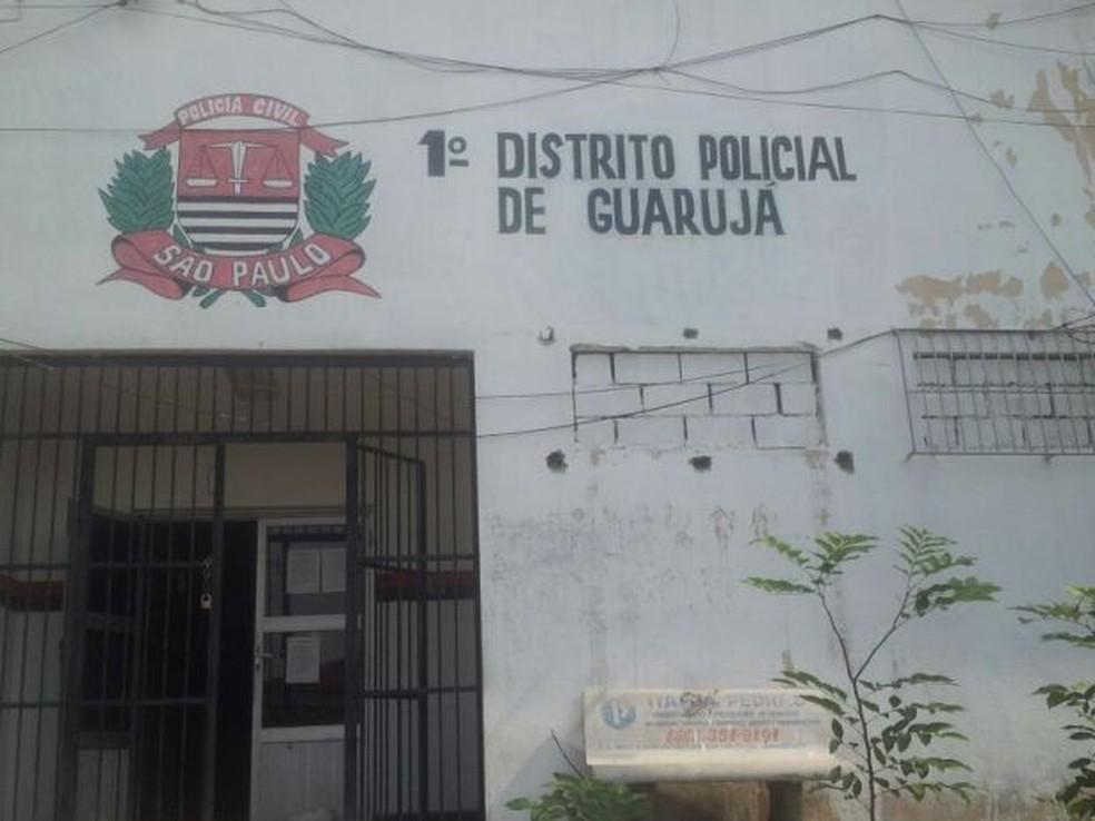 Aluno foi levado ao 1° Distrito Policial de Guarujá, SP, e acabou liberado (Foto: Anna Gabriela Ribeiro / G1)
