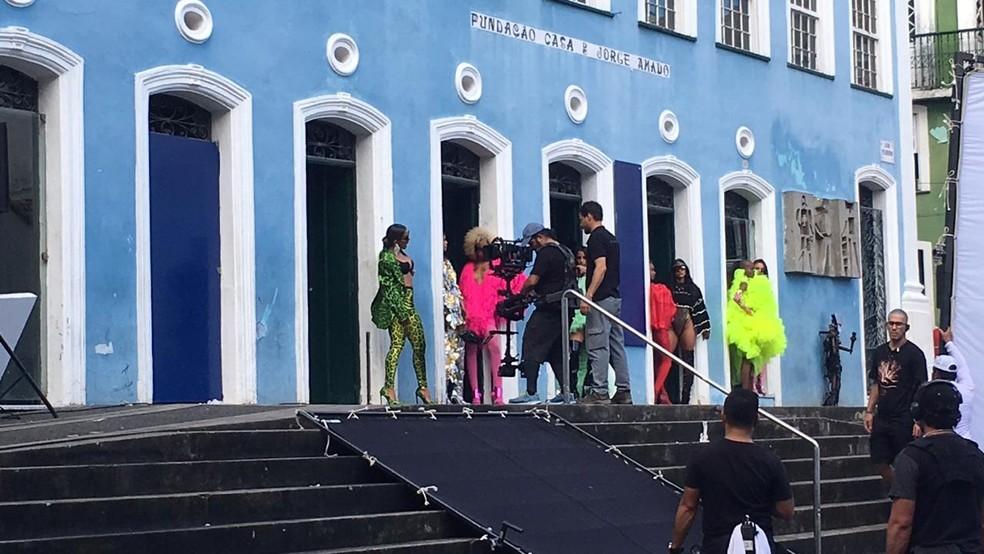 Anitta durante gravação de clipe em Salvador — Foto: Itana Alencar/G1