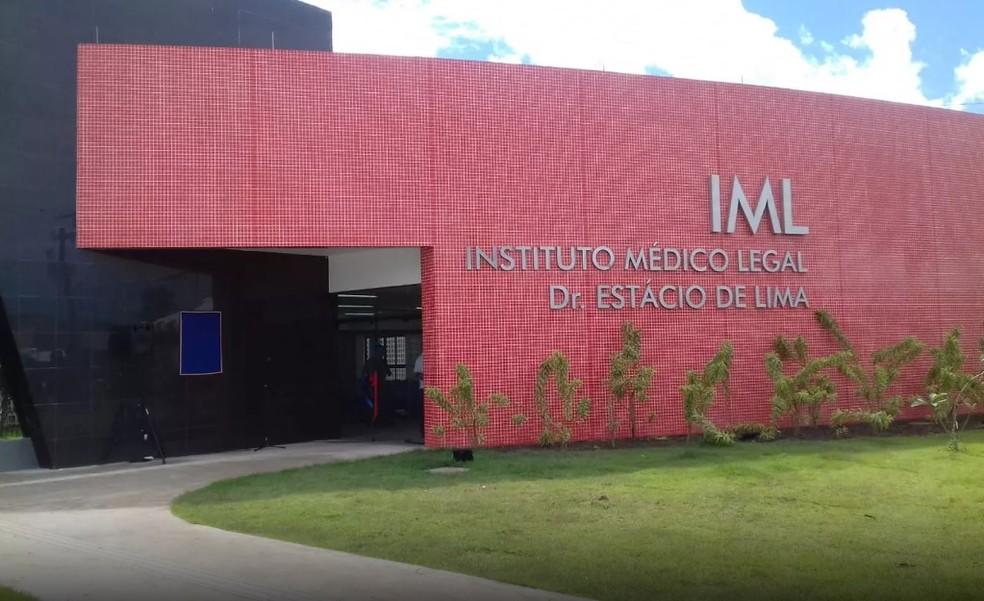 IML recolheu o corpo da vítima — Foto: Andréa Resende/G1