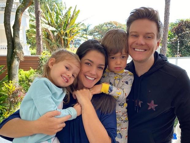 Thais Fersoza e Michel Teló com os filhos (Foto: Reprodução/Instagram)