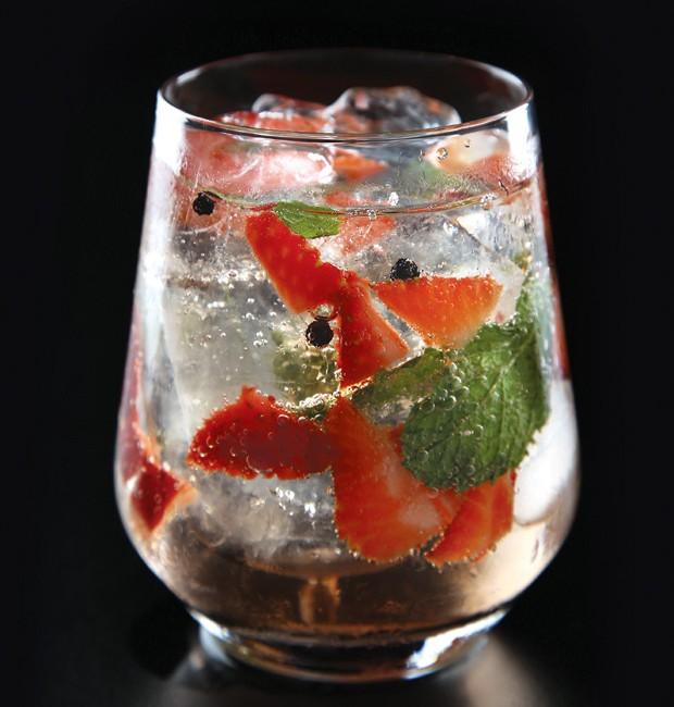 drink-morango-pimenta-gin-tônica (Foto: Divulgação)