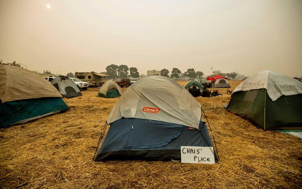 Acampamento de desabrigados na Califórnia — Foto: Noah Berger / AP Photo