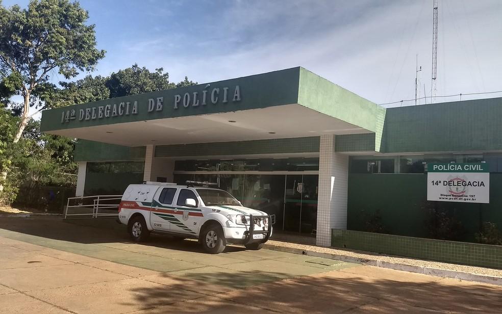 O suspeito foi preso por policiais da 14ª Delegacia de Polícia, no Gama.  — Foto: Marília Marques/G1