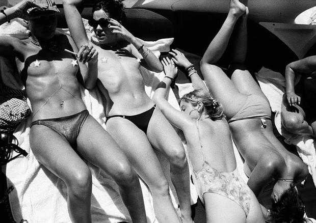 Modelos se unem em topless coletivo (Foto: Reprodução/Instagram)