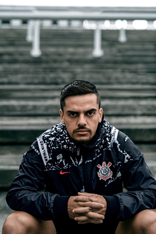 Fagner - fotos do lançamentoda nova terceira camisa do Corinthians — Foto: Divulgação