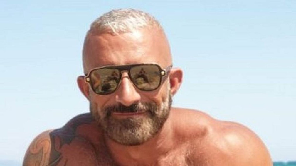 Benedetto se casou dois dias antes de quase se afogar no mar da Sardenha. — Foto: Arquivo pessoal/via BBC