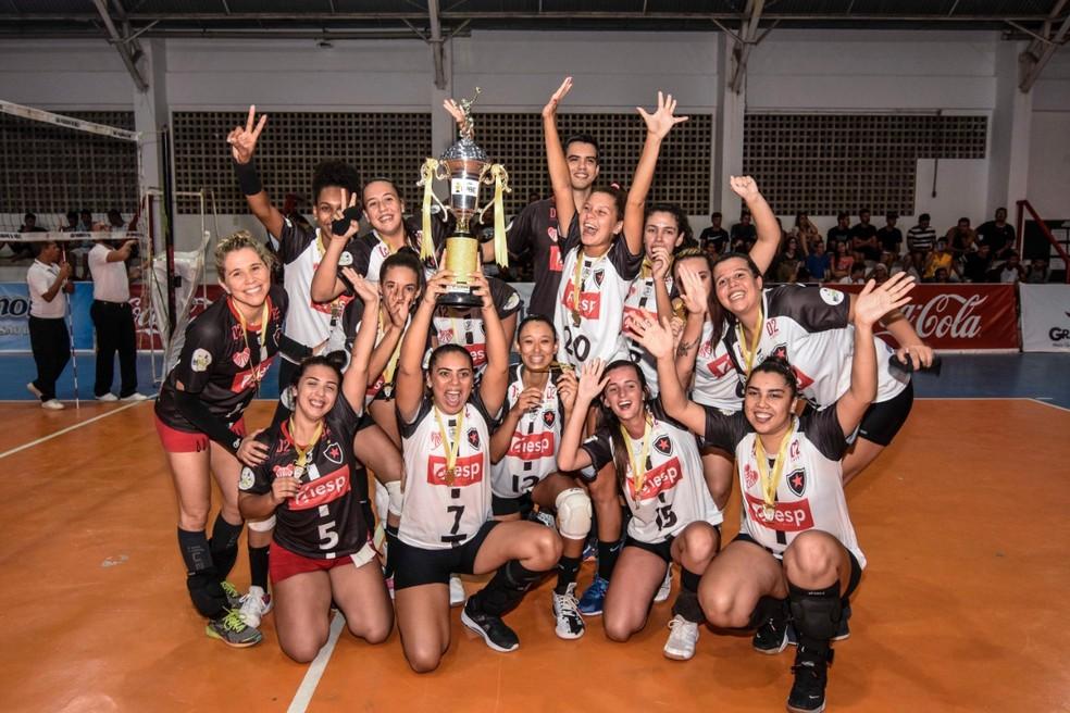Iesp/Cabo Branco/Botafogo-PB conquista a Liga Paraibana de Vôlei — Foto: Felipe Velez/LPBE