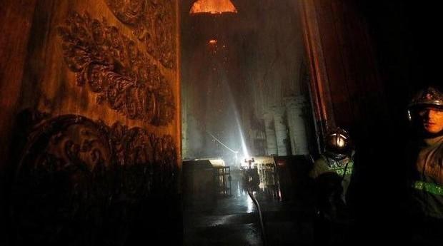 O drone Colossus em ação na Notre Dame (Foto: Divulgação )