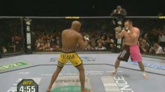 Combate Memória: há 13 anos, Anderson Silva conquistava o cinturão do UFC. Relembre a luta