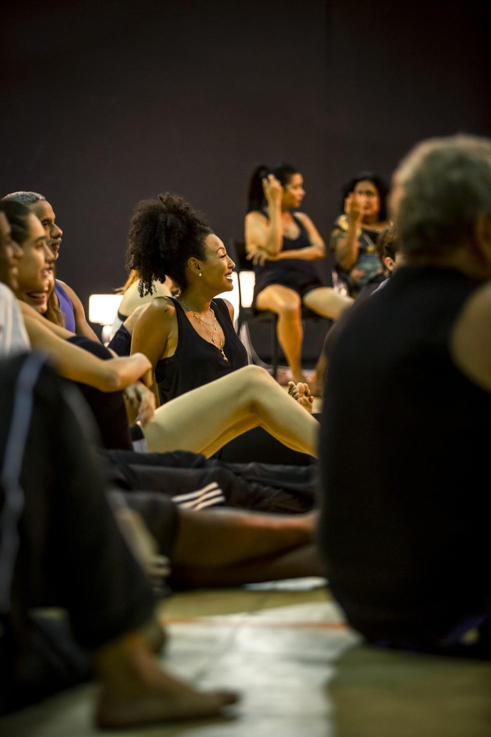 Leituras, workshops e dinâmicas marcaram a preparação de elenco de 'Bom Sucesso' — Foto: Fabiano Battaglin/Gshow