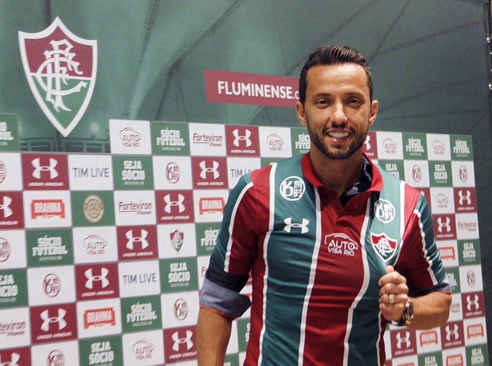 Nenê é apresentado pelo Fluminense — Foto: André Durão