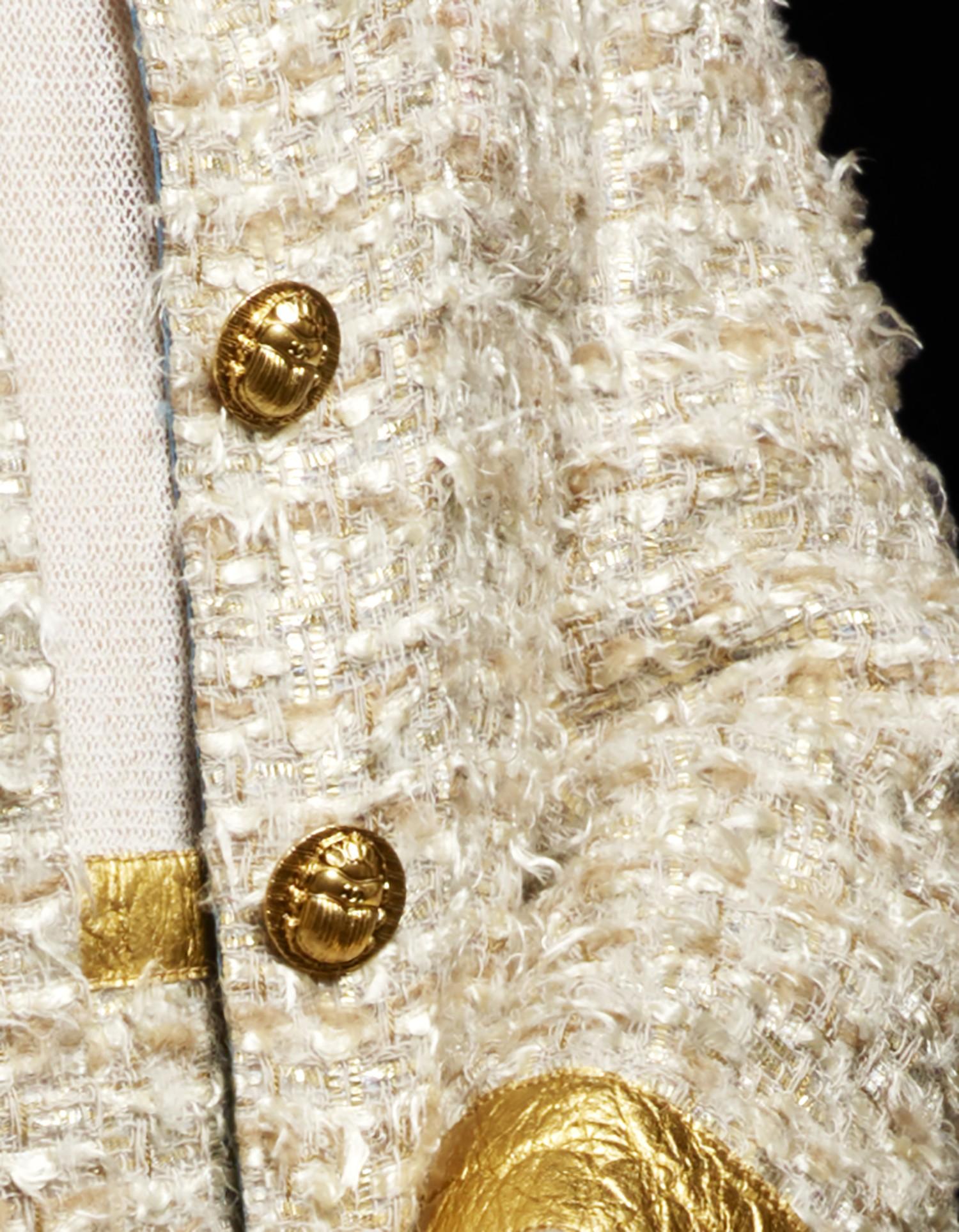 Detalhe dos botões feitos pelo ateliê Desrues (Foto: Divulgação)