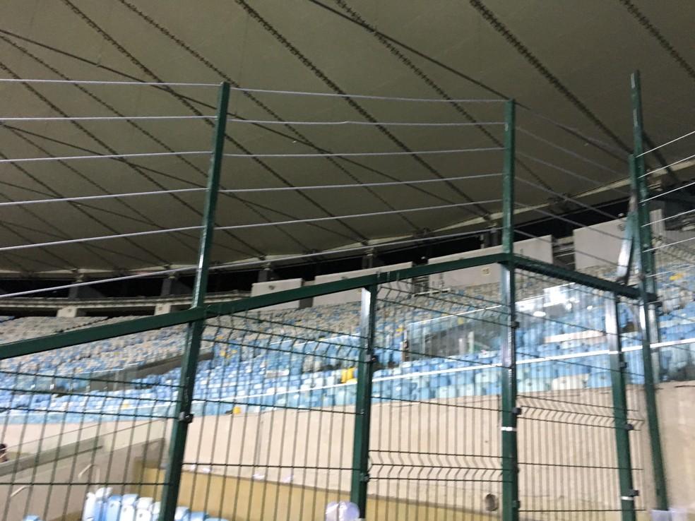 Na estreia do Flu na Sul-Americana as grades já estavam instaladas (Foto: Caio Blois / GloboEsporte.com)