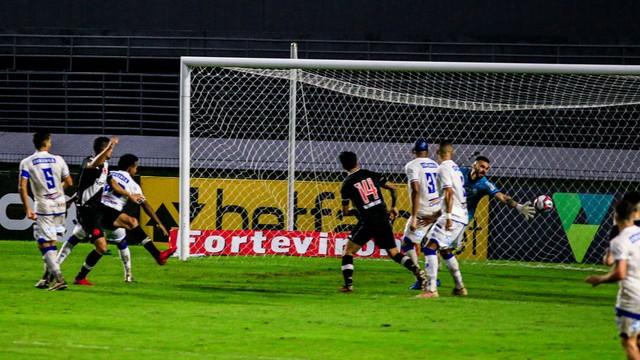 Contra o CSA, Daniel Amorim empata o jogo para o Vasco