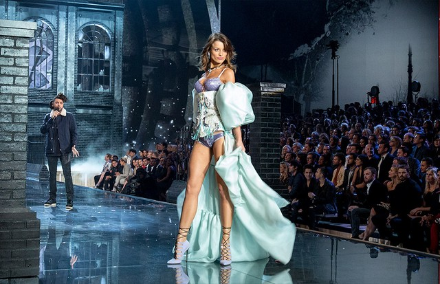 Flavia Lucini no Victoria's Secret Fashion Show 2015 (Foto: Getty Images)
