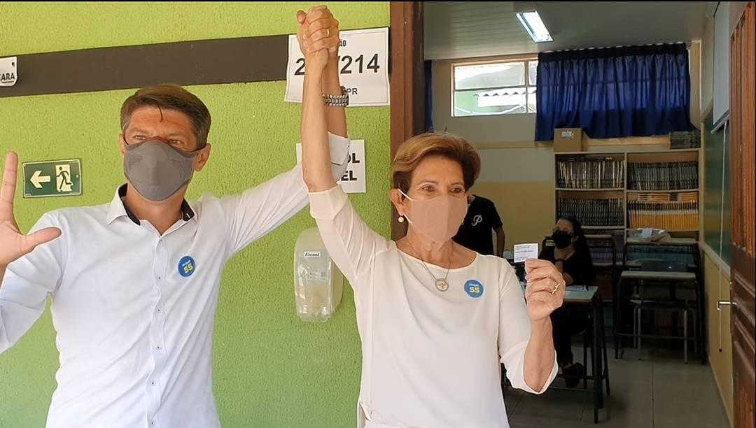 Candidata Professora Elizabeth votou por volta das 9h20 em Ponta Grossa