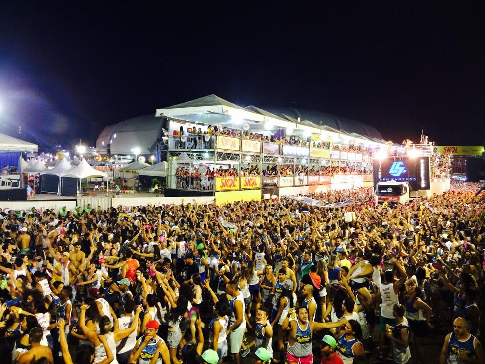 Organização do Carnatal estima que 250 mil pessoas participem da festa durante os quatro dias de evento (Foto: Augusto Gomes/G1)