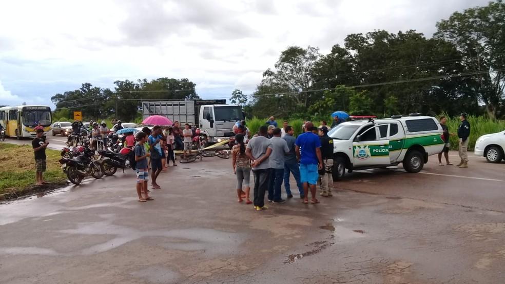 Ato ocorre na tarde desta terça-feira (26), no km 118 da BR-364, em Rio Branco — Foto: Gilberto Sampaio/Arquivo pessoal