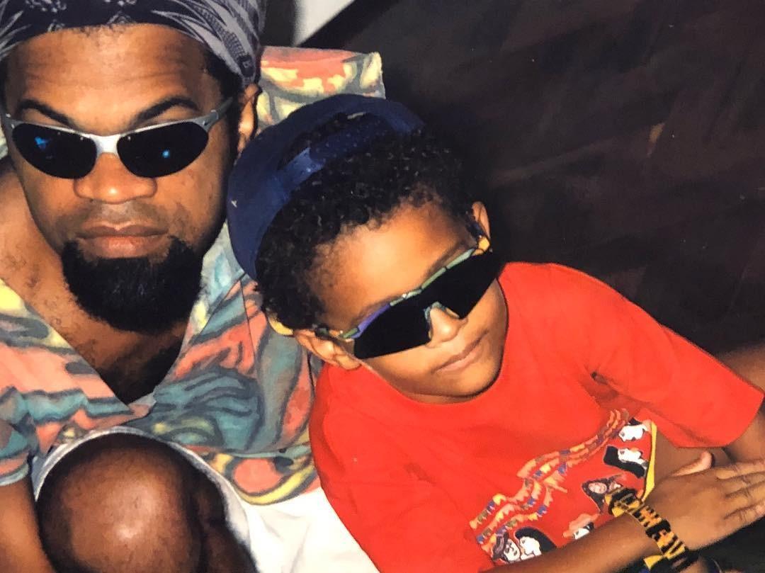 O jovem Chico Brown ao lado do pai, Carlinhos (Foto: Reprodução/Instagram)