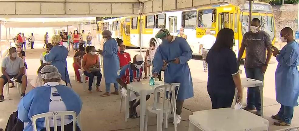 Testes feitos no bairro da Pituba, em Salvador — Foto: Reprodução / TV Bahia