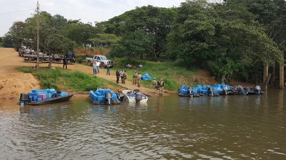 PF apreende 7 lanchas em operação contra contrabando em rio de MS