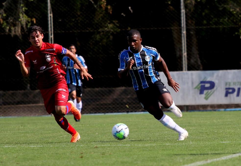 Elias em ação pelo time sub-23 (grupo de transição) do Grêmio — Foto: Rodrigo Fatturi/Grêmio