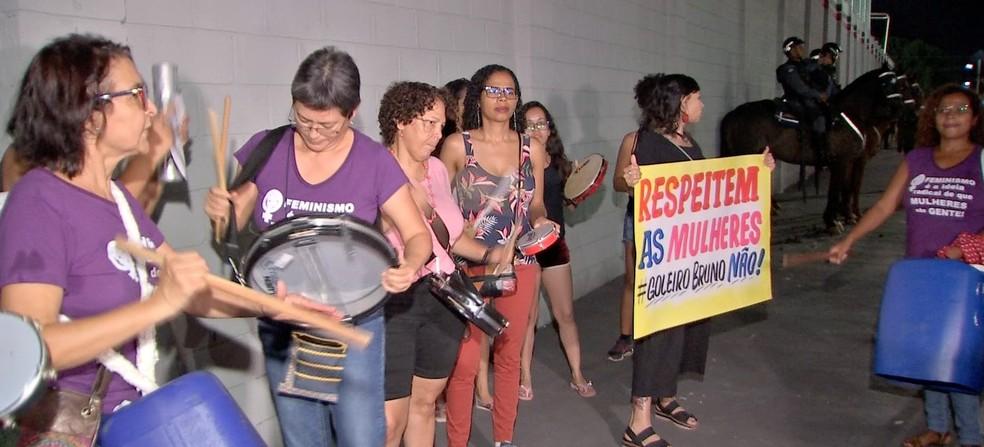 Faixas, cartazes e instrumentos foram usados durante a manifestação — Foto: TVCA/Reprodução