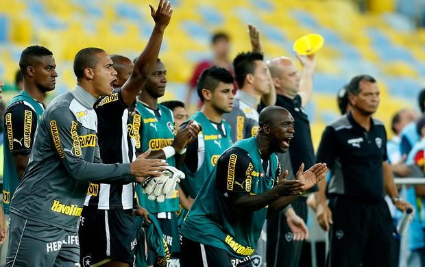 jogadores botafogo área técnica (Foto: Alexandre Cassiano / O Globo)