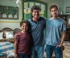 Felipe Camargo entre Otávio Martins e Guilherme Hamacek nos bastidores de 'Espelho da vida' | Globo/ Raquel Cunha