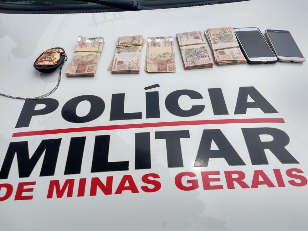 Dinheiro apreendido com a dupla presa durante ocorrência — Foto: Polícia Militar/Divulgação
