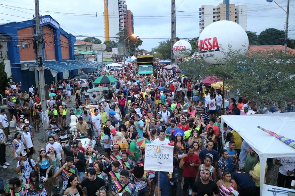 Capote da Madrugada cobriu de cores a Avenida Dom Severino, em Teresina — Foto: Lucas Pessoa/ G1 PI